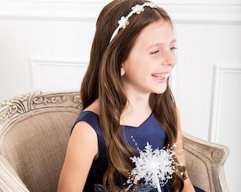 Winter Flower Girl Wand - Snowflake Flower Girl Wand - Winter Wedding - Winter Wonderland Wedding - Christmas Wedding