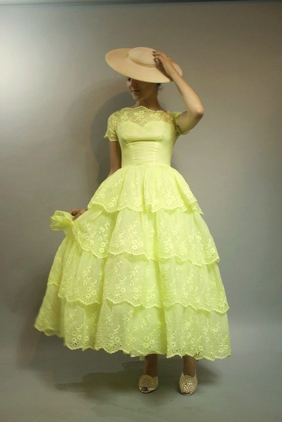Vintage 1950s Bright Butter Yellow Eyelet Prom Que