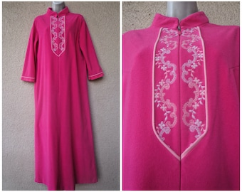 Vintage Housecoat. Zip Front Robe. JC Penney Robe. Bath Robe. Pink Robe.  Long Robe. Dressing Gown. S to M 5b6edd9af