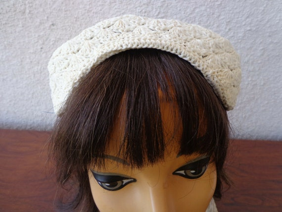 Vintage 1940s 50s HALF HAT In Ivory Crochet Lace