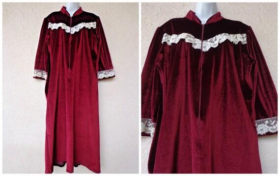 1970s Victorian Style Velvet Velour DRESSING GOWN