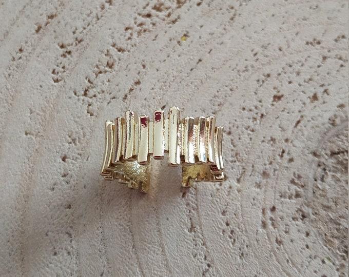 Brass pleated geometry ring