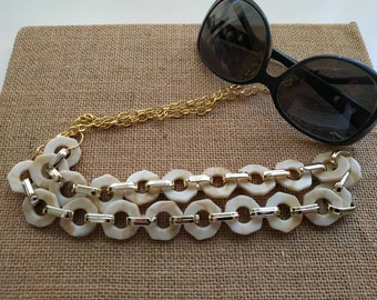 Chunky cream sunglasses chain holder