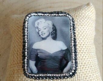 Marylin Monroe embroidered portrtait brooch