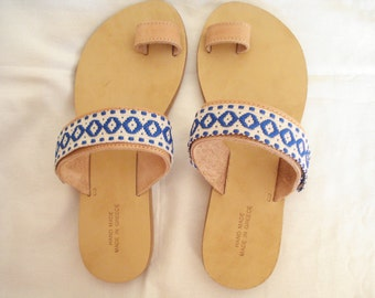 Flat genuine leather toe sandals with blue woven ribbons