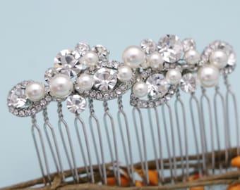 wedding hair comb pearl hair comb Small Bridal hair comb Crystal hair pin Wedding headpiece Bridal hair clip Wedding comb Bridesmaid hairpin