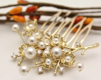 Vintage inspired Wedding hair comb Gold Bohemian Bridal hair comb Pearl hair pin Small Bridal comb Wedding hair accessories Floral Bridal