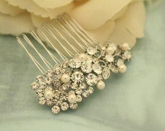 Small Bridal hair comb,Pearl hair piece,Wedding hair accessories,Bridal hair comb,Boho headpiece,Wedding comb,Pearl hair clip,Bridal comb