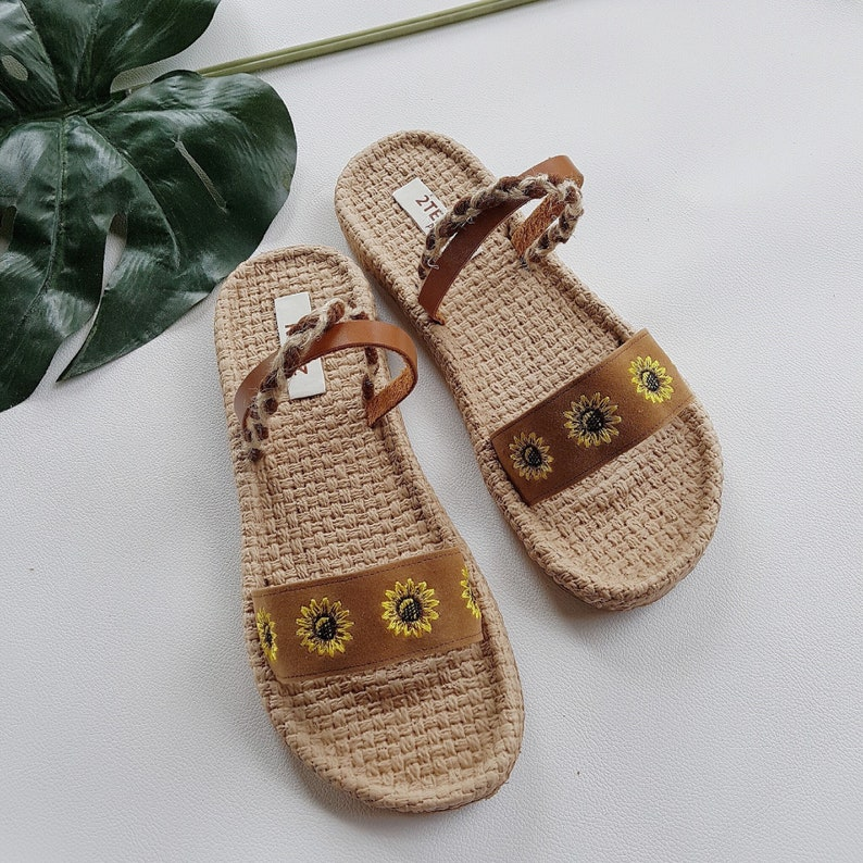 b58c9dd2fbc1b 2019 Summer Style Sunflower Sandals Women Sandals Flip Flops Style  Embroider Leather Simple Boho Style Brown Leather Sandals Beach