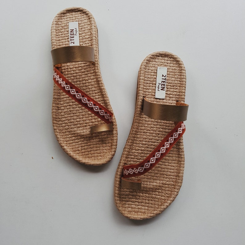 0e517f566c4c0 Boho Sandals Women Sandals Flip Flops Style Embroider on Leather Simple  Natural Style Brown Leather Sandals EVA Foam Beach Shoes