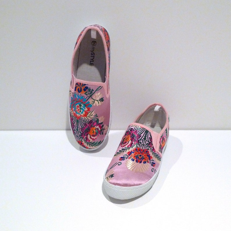 Floral Chinese Satin Slip on Sneakers 1990s Vintage Embroidered Flowers Tapestry Slip On Flats Size 9 Tennis Shoes Athleisure
