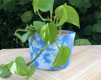 Indoor Fabric Pot Cover,  Fabric Planter, Water Resistant  Canvas Interior,  Plant not included, 4.25 Pot Size, Small Pot - Blue Tie-Gye