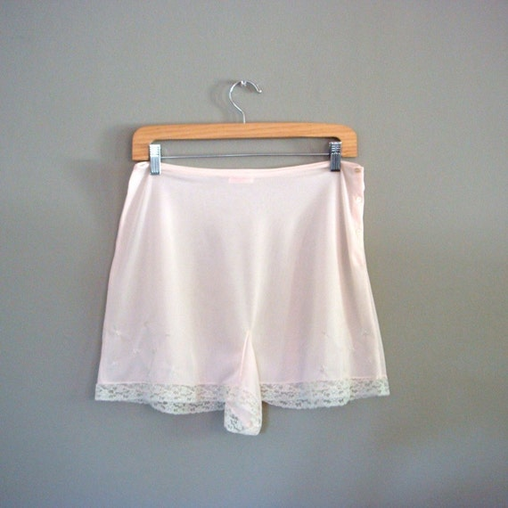vintage 1940s tap pants - lounging nylon lingerie