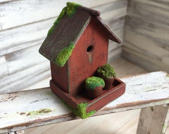 Dollhouse Miniature Mossy Birdbox in Red with 2 planters