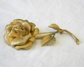 306c544d2d0 1960s Large Matte Gold Rose Brooch