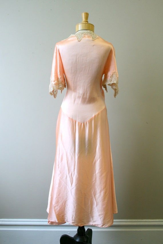 1920s/30s Coral Silk and Lace Robe - image 6