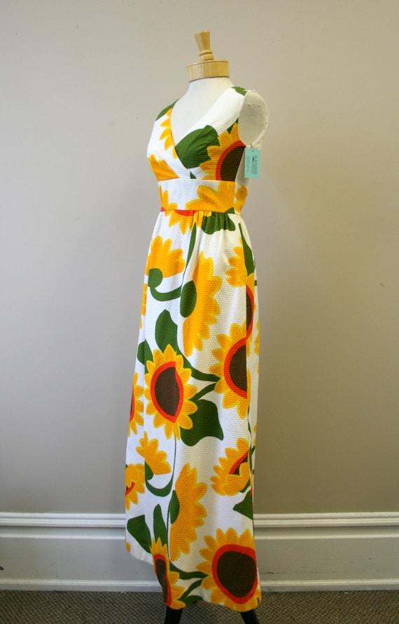 1960s Malia Sunflower Cotton Pique Maxi Dress - image 4
