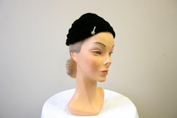 1940s Black Velvet Mini Turban Style Hat