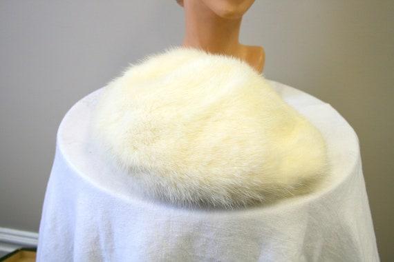 1960s Nikki White Fur Hat - image 4