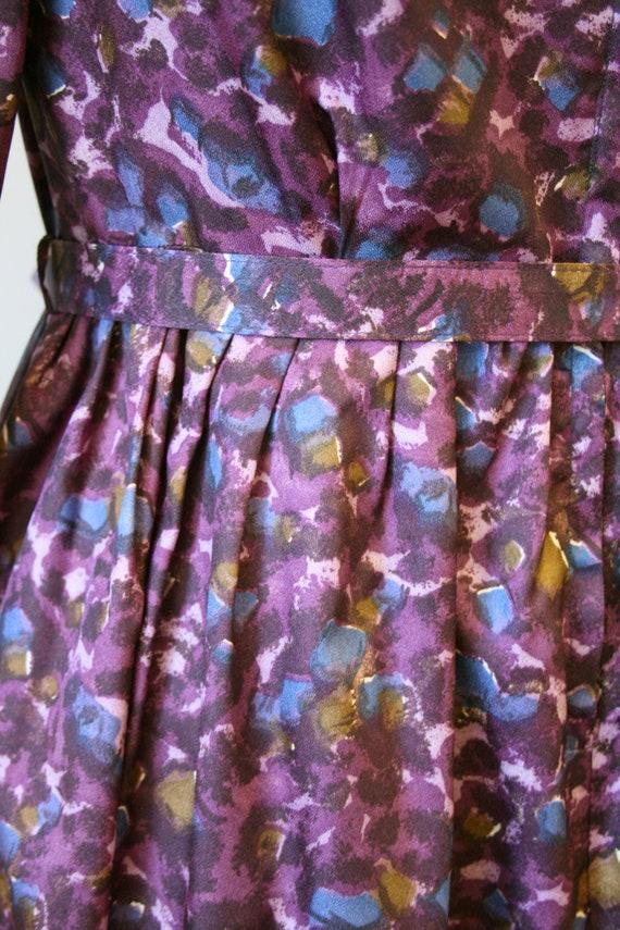 1950s Purple Print Dress and Belt - image 6
