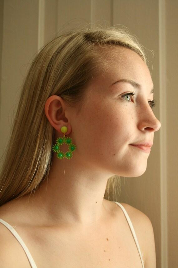 1960s Lime Green Daisy Hoop Clip Earrings