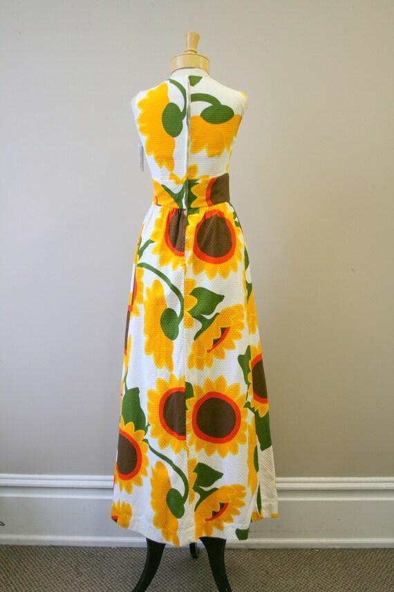 1960s Malia Sunflower Cotton Pique Maxi Dress - image 5