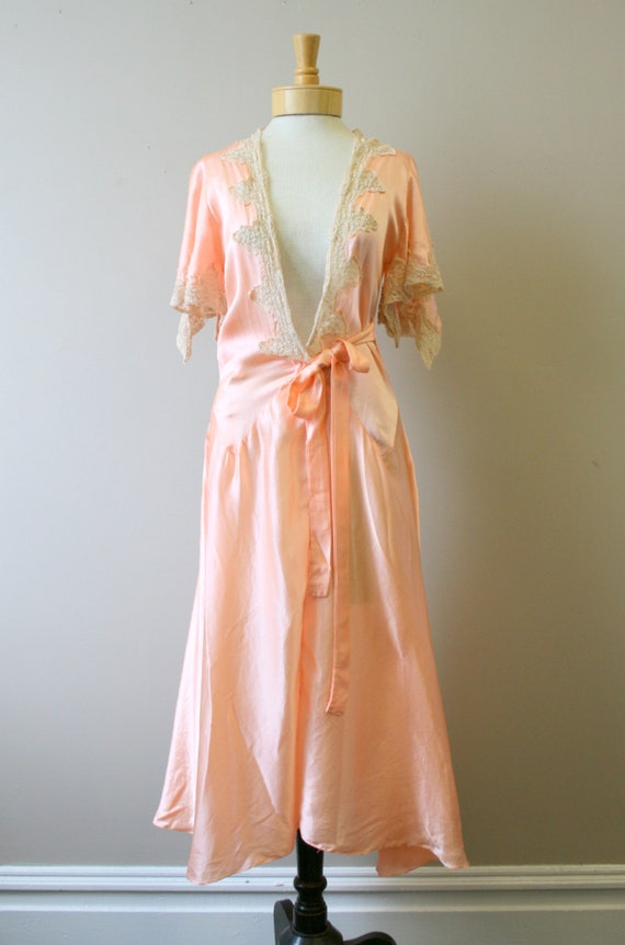 1920s/30s Coral Silk and Lace Robe - image 3