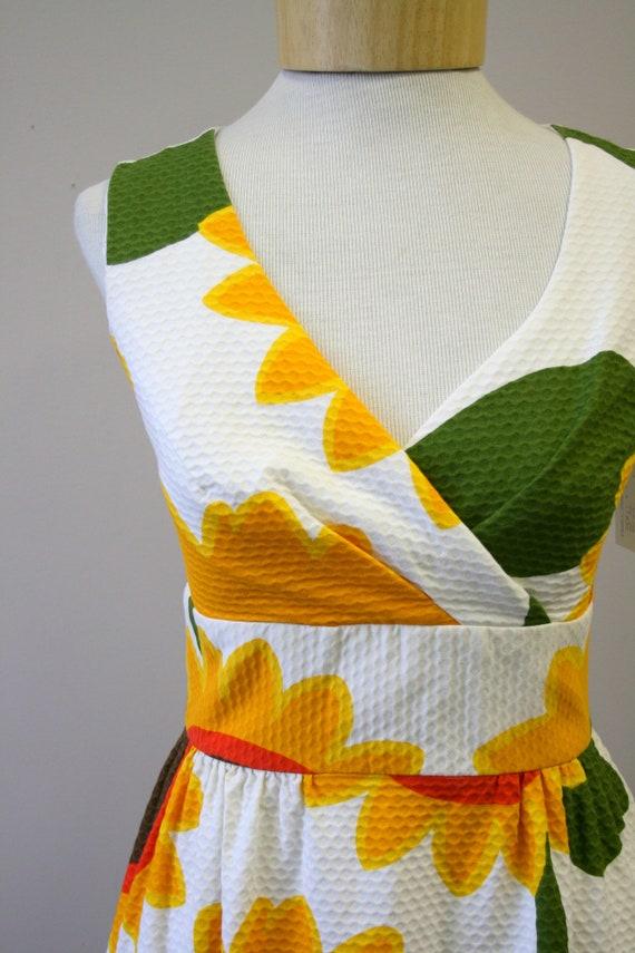 1960s Malia Sunflower Cotton Pique Maxi Dress - image 3