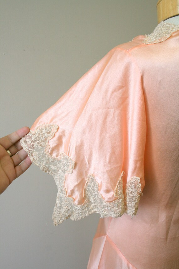 1920s/30s Coral Silk and Lace Robe - image 7