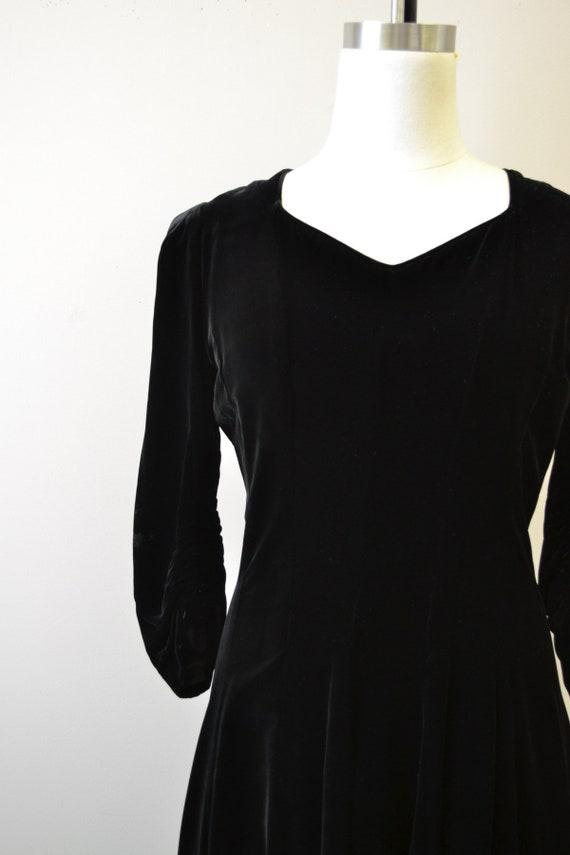 1940s Black Velvet Swing Dress - image 2