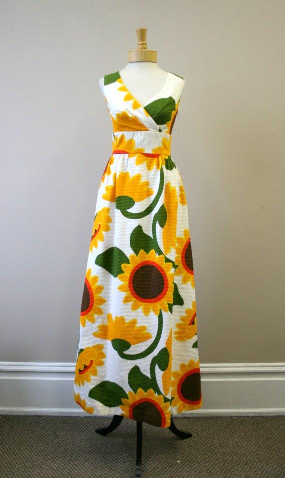 1960s Malia Sunflower Cotton Pique Maxi Dress - image 2