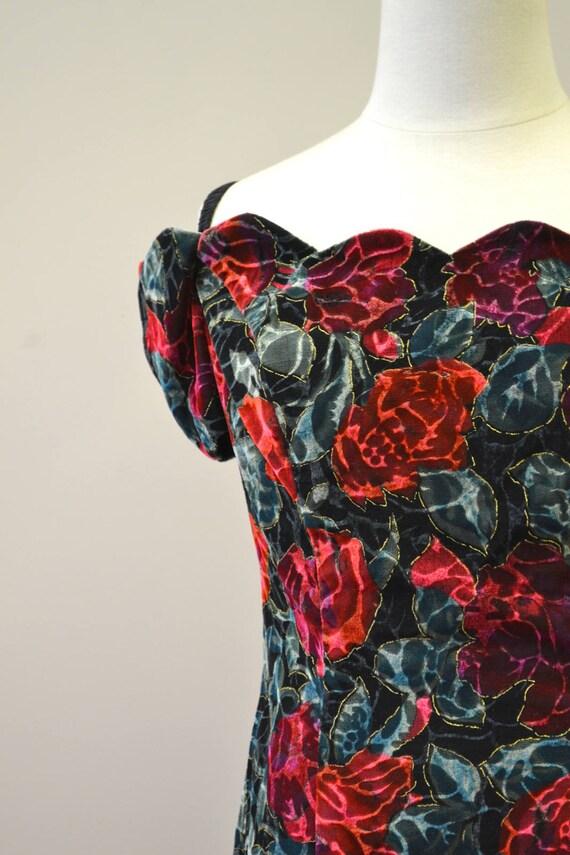 1980s Rose Print Velvet Mini Dress - image 3