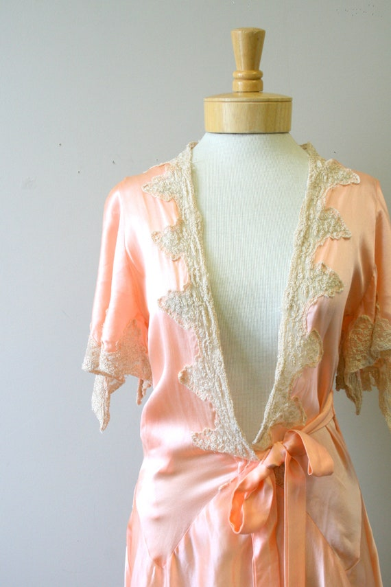 1920s/30s Coral Silk and Lace Robe - image 2