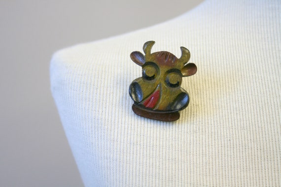 1940s Wooden Cow Novelty Brooch