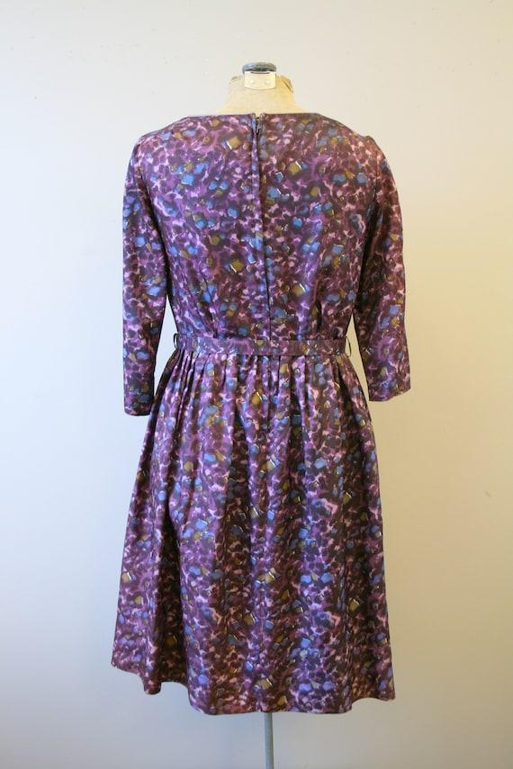 1950s Purple Print Dress and Belt - image 5
