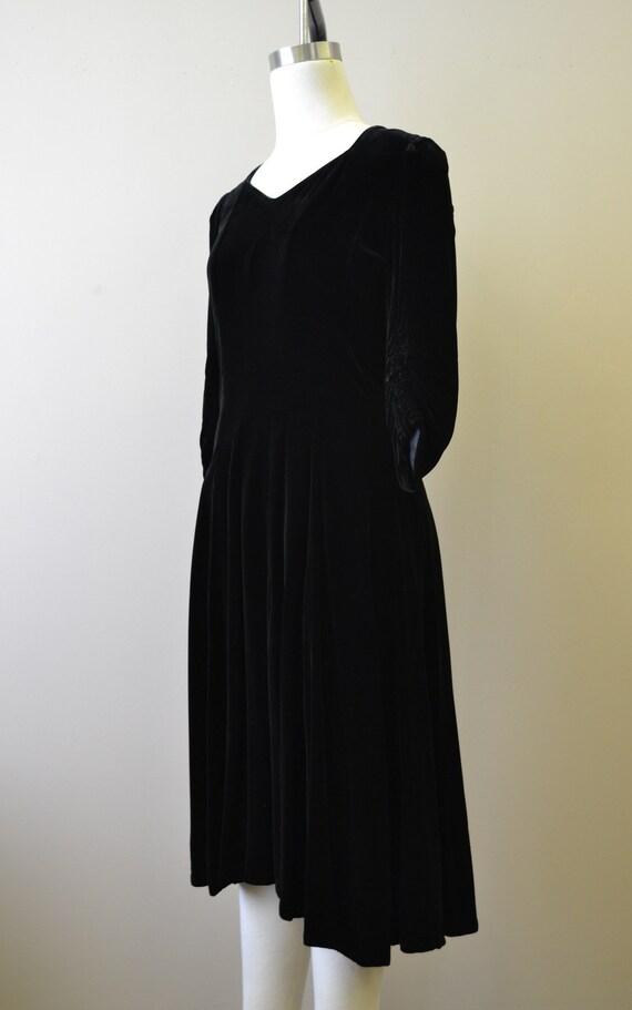 1940s Black Velvet Swing Dress - image 4