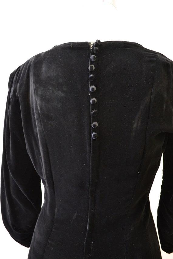 1940s Black Velvet Swing Dress - image 7