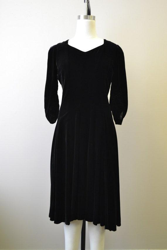 1940s Black Velvet Swing Dress - image 3