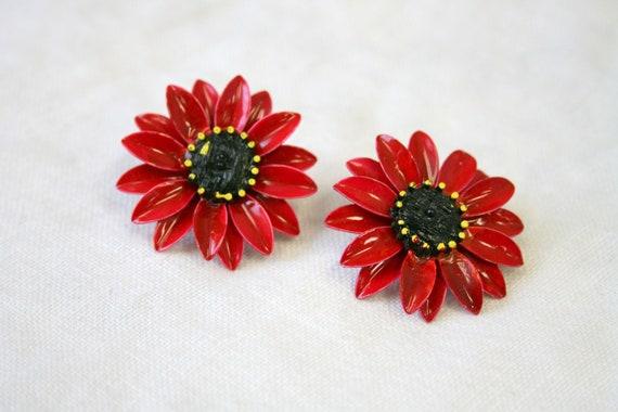 1960s Red Daisy Enamel Clip Earrings