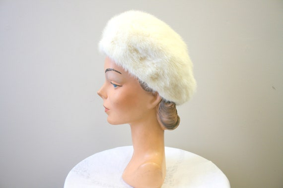 1960s Nikki White Fur Hat - image 2