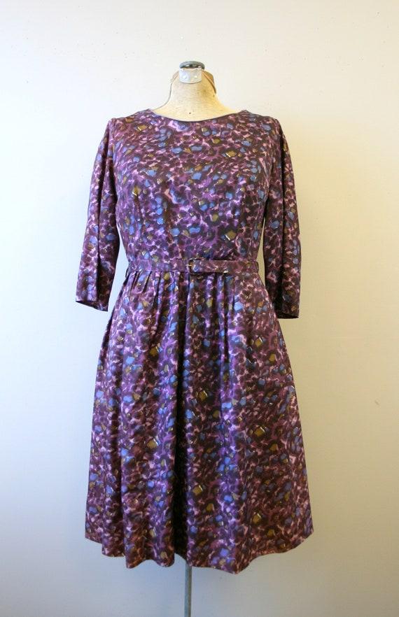 1950s Purple Print Dress and Belt - image 3
