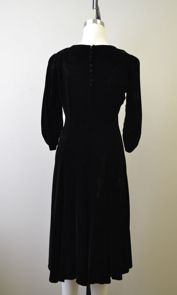 1940s Black Velvet Swing Dress - image 5