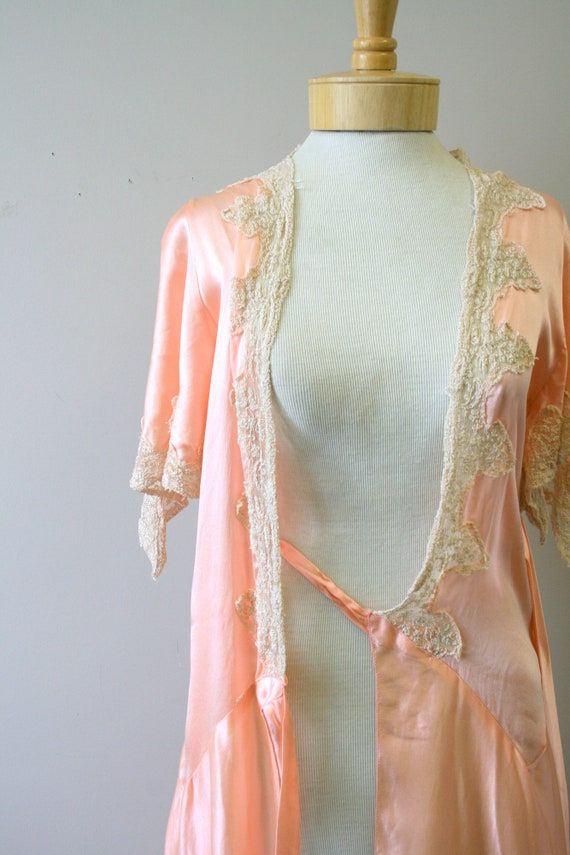 1920s/30s Coral Silk and Lace Robe - image 4