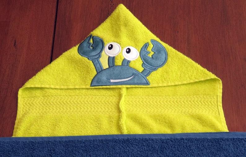 BLUE Crab Crawfish Hooded Towel Peeker Beach Bath Pool Birthday Gift FULL SIZE  Neon YellowGreen Ocean Bay Nautical