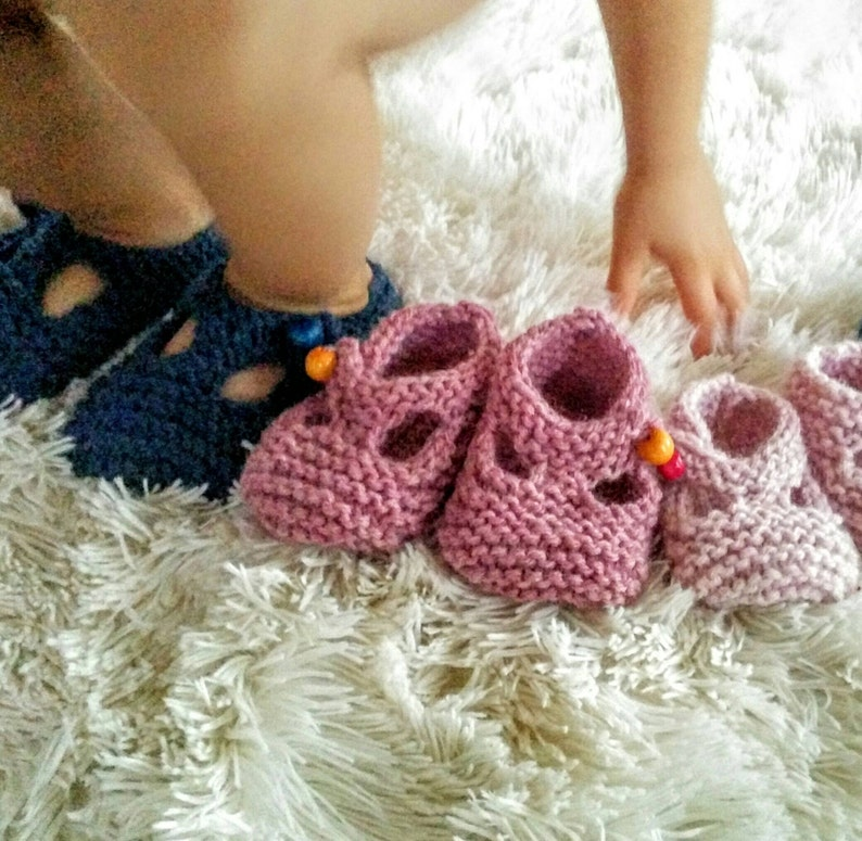 Mary Jane T-strap Crib Shoe knitted for Baby image 0