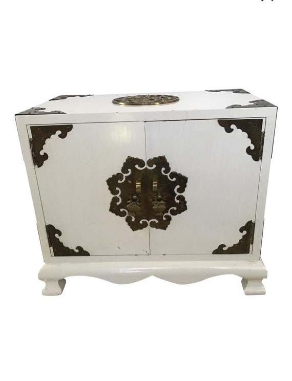 Chinoiserie lacquer asian jewlery box
