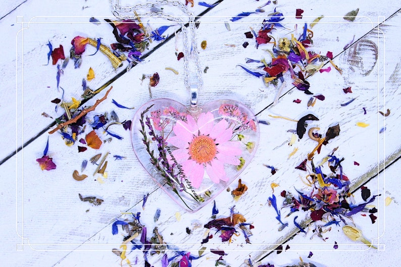 Daisy Necklace Daisy KeyringReal Pink Daisy Resin Heart Keyring Pendant  Botanical Preserved Daisy Zen Necklace Wild Flower Necklace,