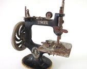 ANTIQUE Toy SINGER Model 20 Hand Crank Sewing Machine Art Deco Child