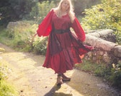 Red boho smock dress with long puffed sleeves. Tiered oversized swing dress, very Instagram! Sustainable bohemian fashion. Plus size fashion