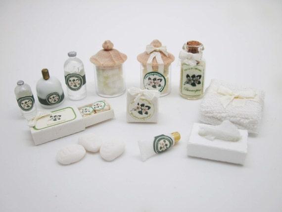 Fiori Bianchi 4 Immagini.Miniature Dollhouse Toiletries Items Fiori Bianchi Etsy